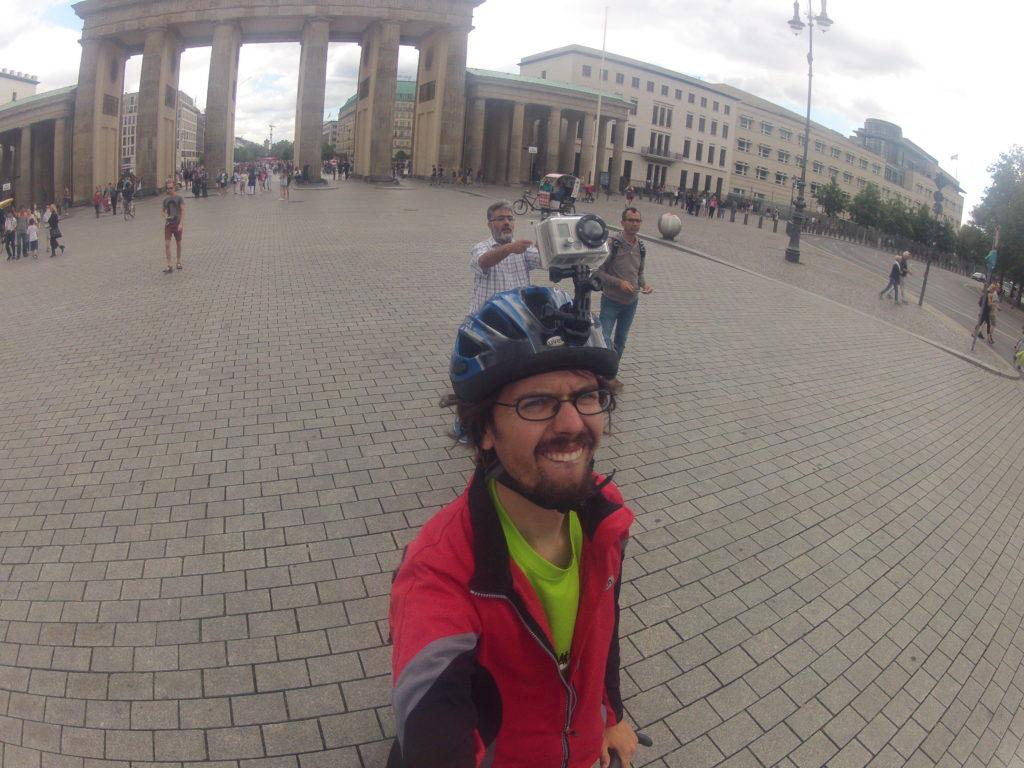 GoPro Brandenburger Tor auf dem Kopf Fahrradtour