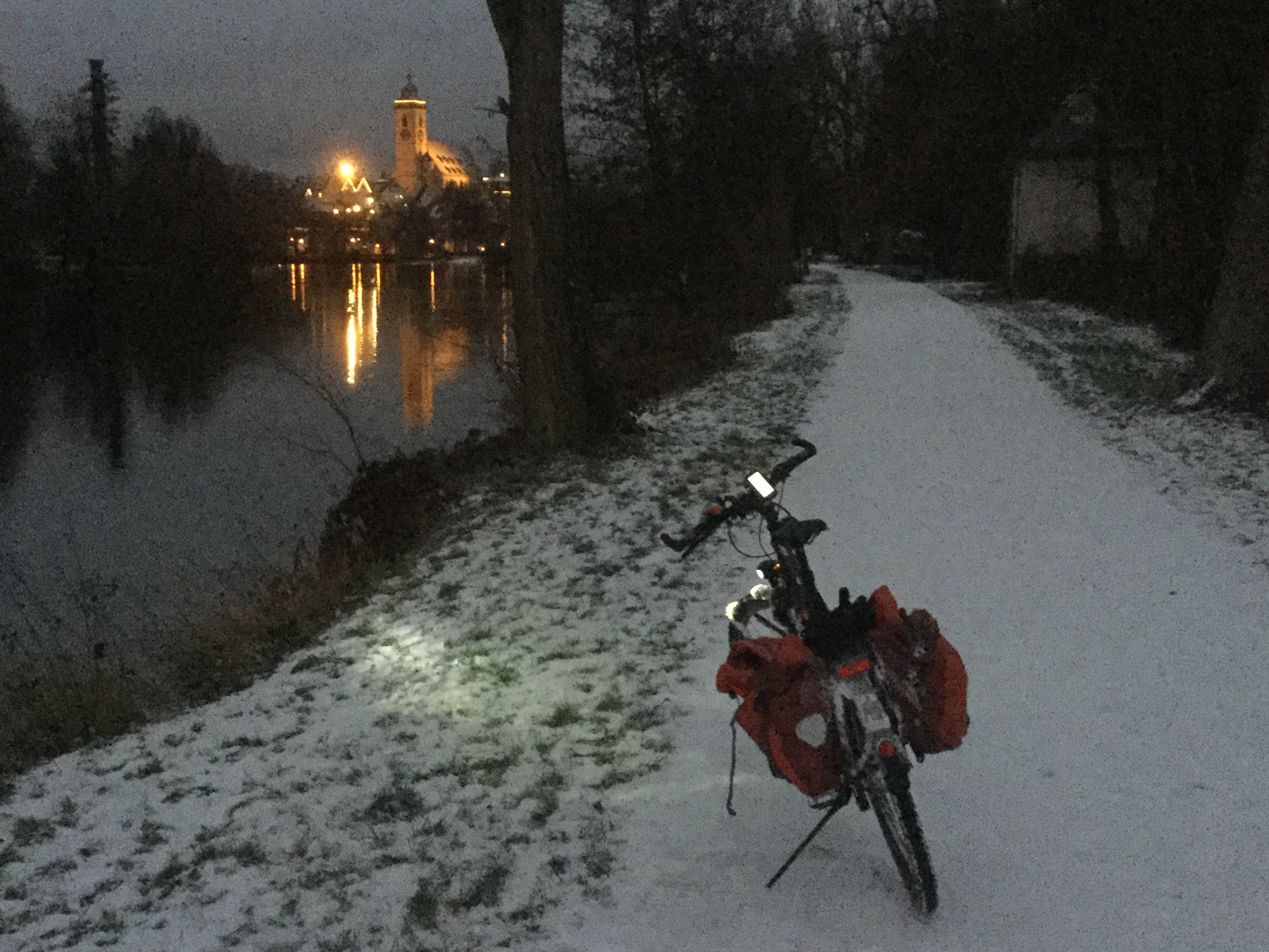 Nürtingen bei Nacht - Fahrradtour am Neckarradweg im Winter