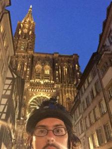 Ich so vor der Straßburger Kathedrale. Nachts. Nachdem ich den Rheinradweg für heute geschafft hatte!