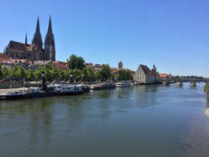 Regensburg Donauradweg - Steinerne Brücke - Regensburger Dom - Unterkunft in Regensburg