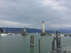 Lindau Königssee-Bodensee-Radweg - Neuer Lindauer Leuchtturm und Fahrrad am Hafen