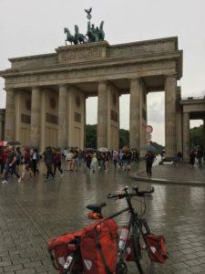 Berlin Brandenburger Tor - auf dem Spreeradweg