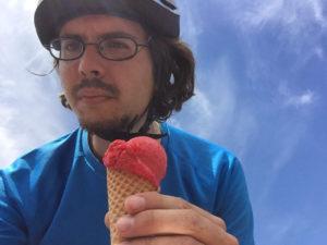 Eis auf dem Fahrrad Essen vom Cafe Mieze in Dettenhausen
