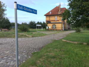 Rudi-Dutschke-Platz am Bahnhof in Schönefeld Nuthe-Urstromtal