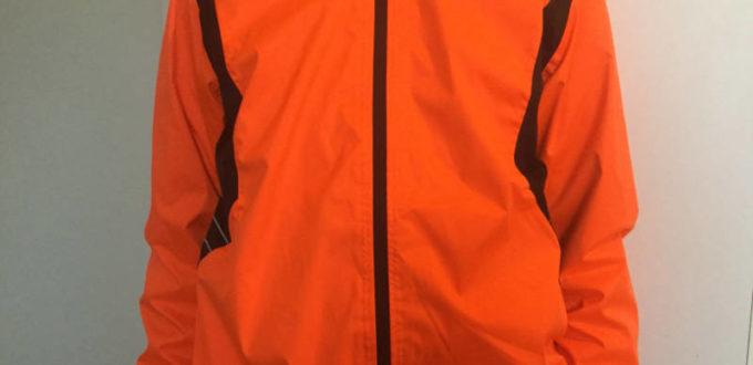 Fahrrad-Regenjacke Decathlon - B'twin 500 - Angezogen
