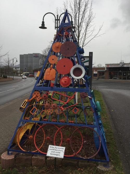 Miltenberg Kunst am Bahnhof - Main - Mainradweg
