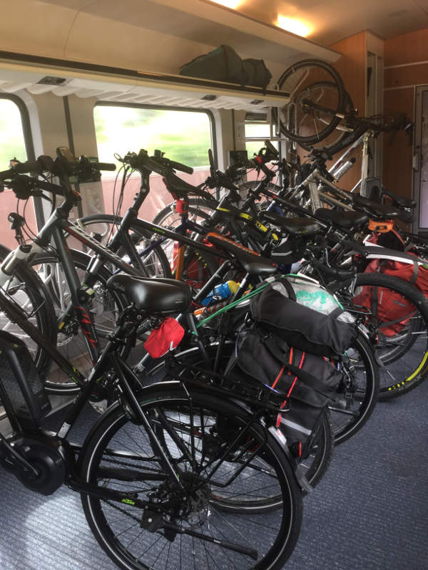 Fahrradmitnahme Bahn im Sommer - sehr voll hier
