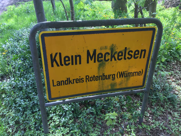 Klein Meckelsen Ortsschild - Hamburg-Bremen-Radweg