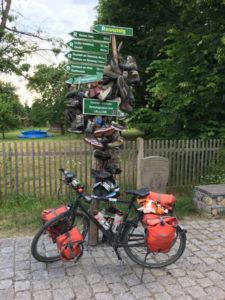 Rennsteigradweg - Hörschel (Eisenach) Ende - Schuhe direkt neben der Werra - Fahrrad
