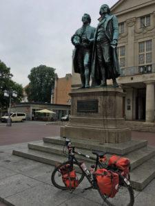 Goethe-Schiller-Denkmal in Weimar - Theaterplatz - Thüringer Städtekette mit dem Fahrrad