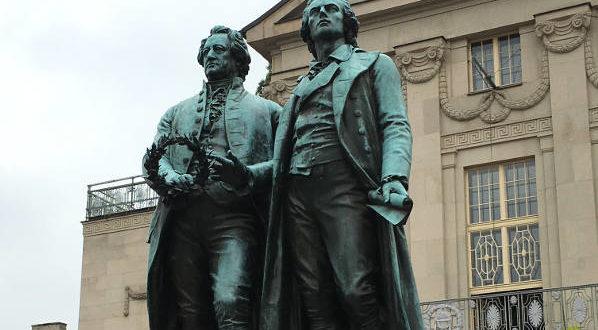 Goethe-Schiller-Denkmal in Weimar Thüringer Städtekette mit dem Fahrrad