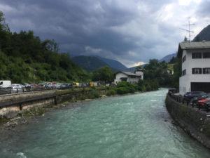 Marktschellenberg Berchtesgadener Ache - Dunkle Wolken - Mozartradweg