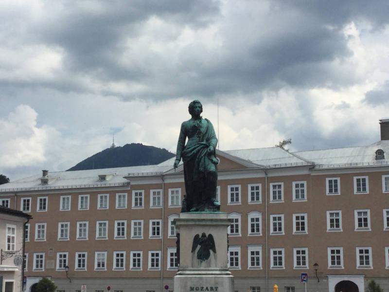 Mozartdenkmal in Salzburg - Mozartradweg