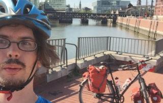 An der Elbe - Elberadweg - Fahrradfahrer - Fahrrad - Radtouren-Checker