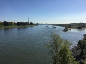 Rheinradweg Duisburg - Blick zurück