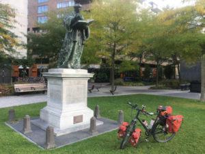 Erasmus von Rotterdam Denkmal in der Niederlande - Mit Fahrrad - Rheinradweg Rotterdam