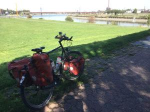 Ruhr fließt in Rhein - Mündung - Rechtsrheinisch - Rheinorange - Rheinradweg Duisburg - Rhurtalradweg