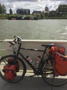 Schiff Kinderdijk - Slikkerveer - Rheinradweg Rotterdam - Wassertaxi mit Fahrrad