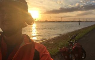 Windkraftanlagen in Hoek van Holland - Hafen - Europoort - Sonnenuntergang - Radfahrer - Rheinradweg Rotterdam
