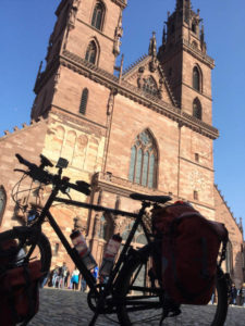 Basler Münster mit Fahrrad - Basel am Rhein - Rheinradweg - Südschwarzwaldradweg