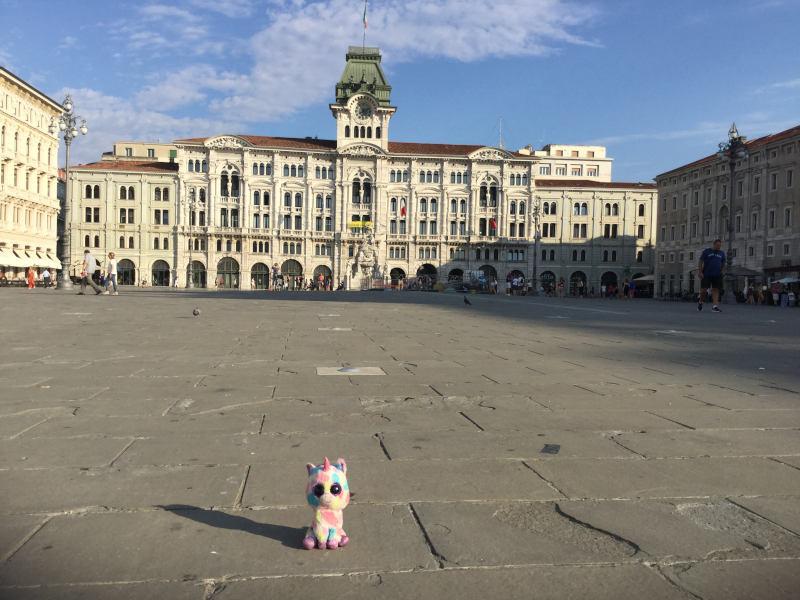 Piazza dell'Unità d'Italia in Triest - Rathaus - Europaradtour