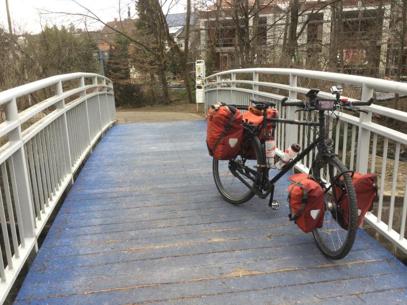 Schöne blaue Brücke in Bruchsal am Heidelberg-Schwarzwald-Bodensee-Radweg