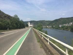 Straße nach Kobern-Gondorf - Fahrrad-Unterkünfte in Korbern-Gondorf