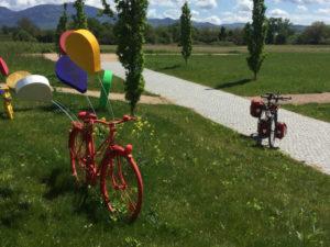 Fahrrad-Unterkunft in Neuenburg am Rhein - Fahrräder als Kunst