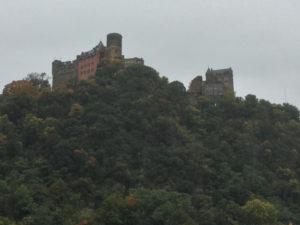 Unterkunft in Oberwesel finden und hier übernachten - Hier sieht man die Schönburg