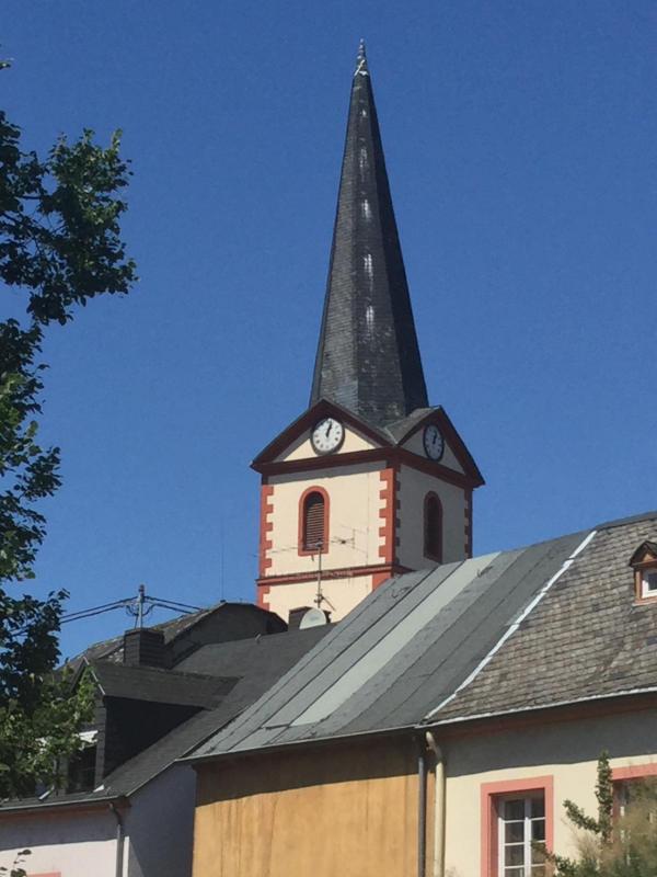 Trier-Pfalzel - Moselradweg - Kirche - Unterkunft in Trier-Pfalzel