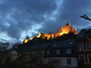 Beleuchtete Burg - Saarburg - Abendstimmung