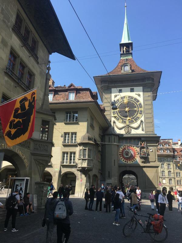 Zytglogge Bern - der Zeitglockenturm in Bern an der Aare am Aareradweg. Unterkunft in Bern finden!