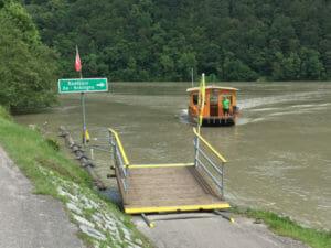 Fähre zwischen Au und Schlögen - Schlögener Schlinge - Donauradweg Österreich