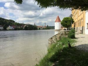 Dreiflüssestadt Passau - Blick auf die Inn mit Enten