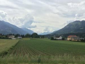 Lendorf - Alpe-Adria-Radweg - Blick auf die Berge - Alpen