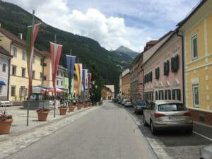 Obervellach - Innenstadt - bunte Häuser - Alpe-Adria-Radweg