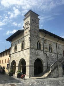 Venzone - Rathaus - Alpe-Adria-Radweg