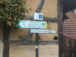 Wegweiser Münchhausen - Véloroute Rhin - französischer Rheinradweg