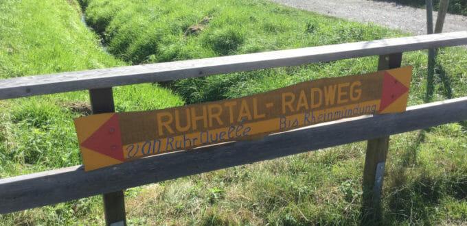 Ruhrtalradweg-Schild bei Frödenberg an der Ruhr