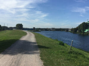 Rhein-Herne-Kanal fließt in Ruhr - schöne weite Aussicht - Ruhrtalradweg
