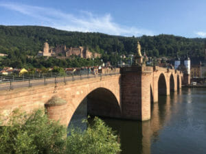 Alte Brücke Heidelberg - Hintergrund Schloss Heidelberg - Am Neckarradweg