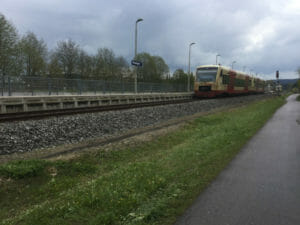Hohenzollerische Landesbahn am Bahnhof in Trossingen - Neckarradweg
