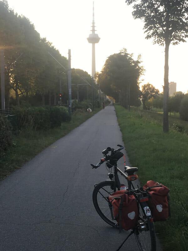Fernmeldeturm Mannheim - Neckarradweg Ende