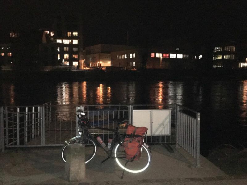Ulm - Donau - Nacht - leuchtender Fahrradreifen - Donauradweg, Hohenlohe-Ostalb-Radweg