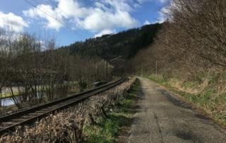 In Richtung Höfen an Schiene, Enz und Radweg - Schwarzwald-Panorama-Radweg