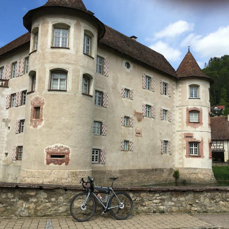 Wasserschloss Glatt mit Rennrad