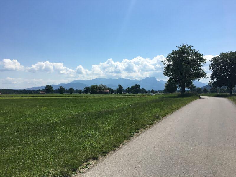 Bad Feilnbach - Blick auf die Alpen - Bodensee-Königssee-Radweg