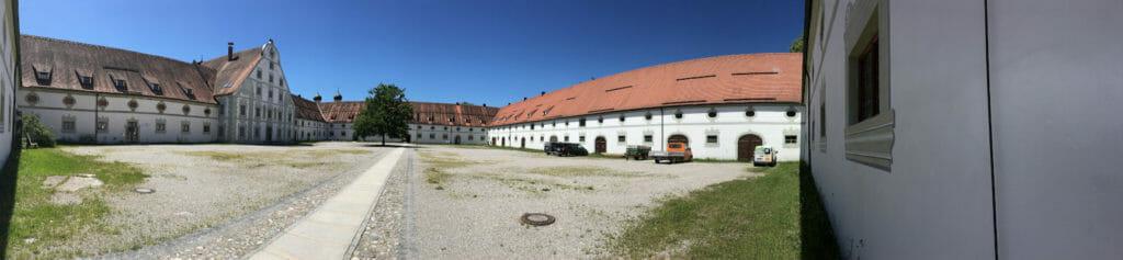 Kloster Benediktbeuern - Innenhof - Bodensee-Königssee-Radweg