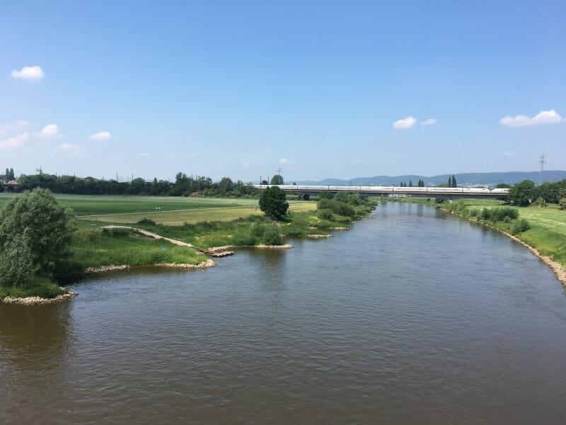 Die Weser bei Bad Oeynhausen - ICE von weitem