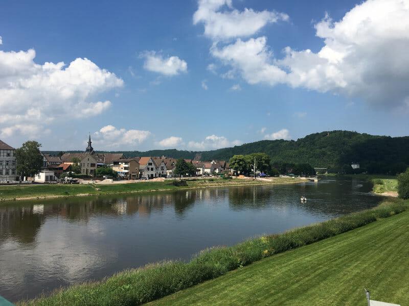 Bodenwerder - wunderschöner Radweg - Blick auf Weser